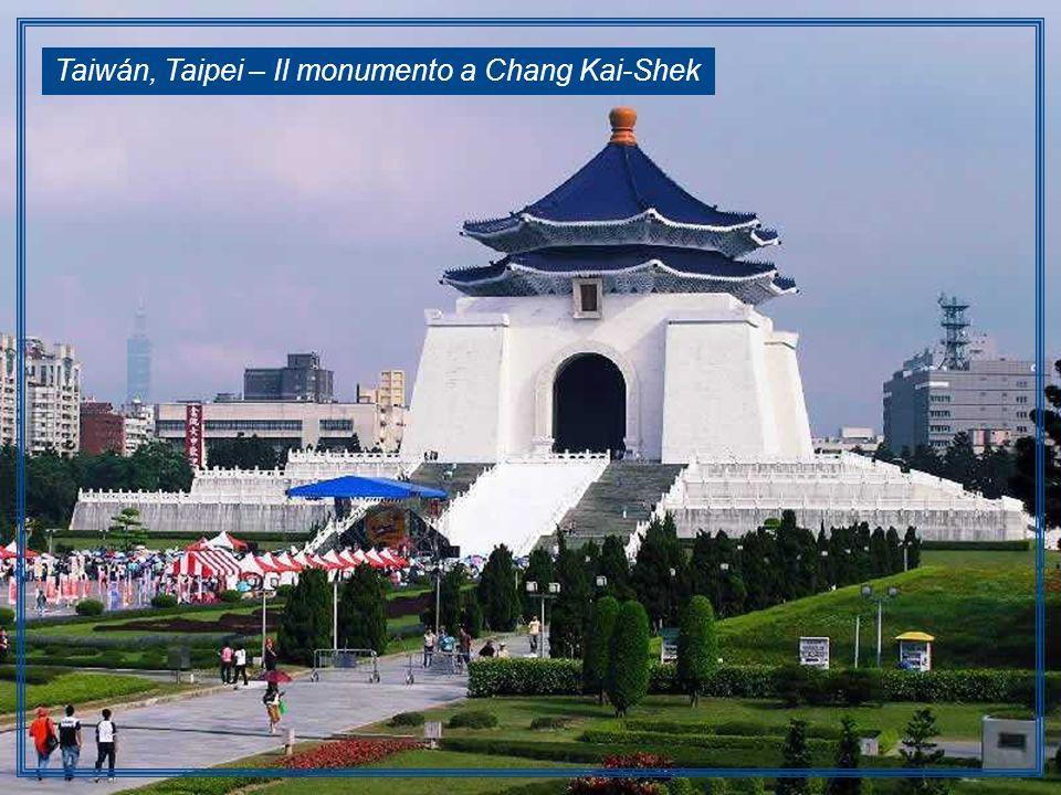 Taiwán, Taipei – Il monumento a Chang Kai-Shek
