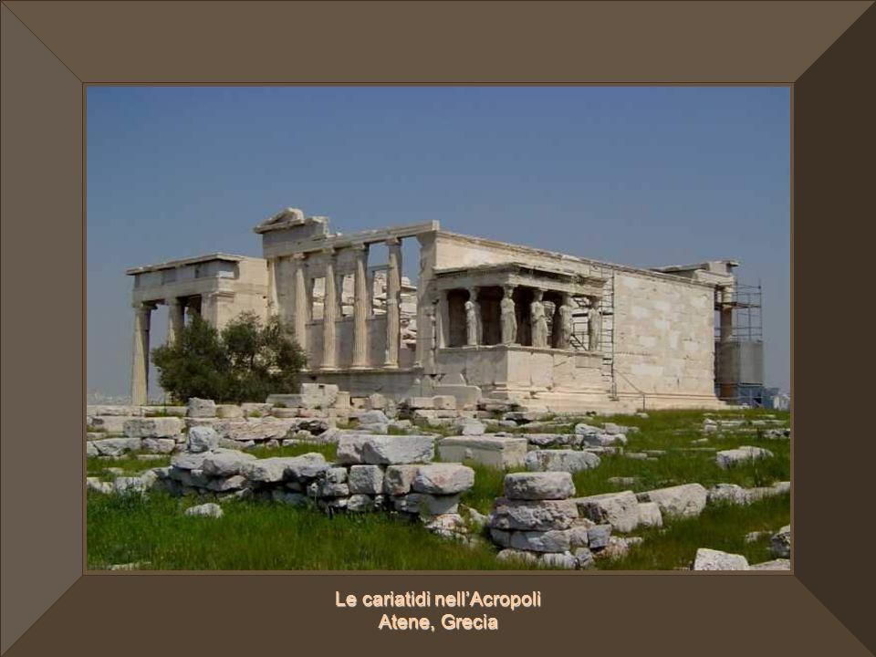 Le cariatidi nell'Acropoli