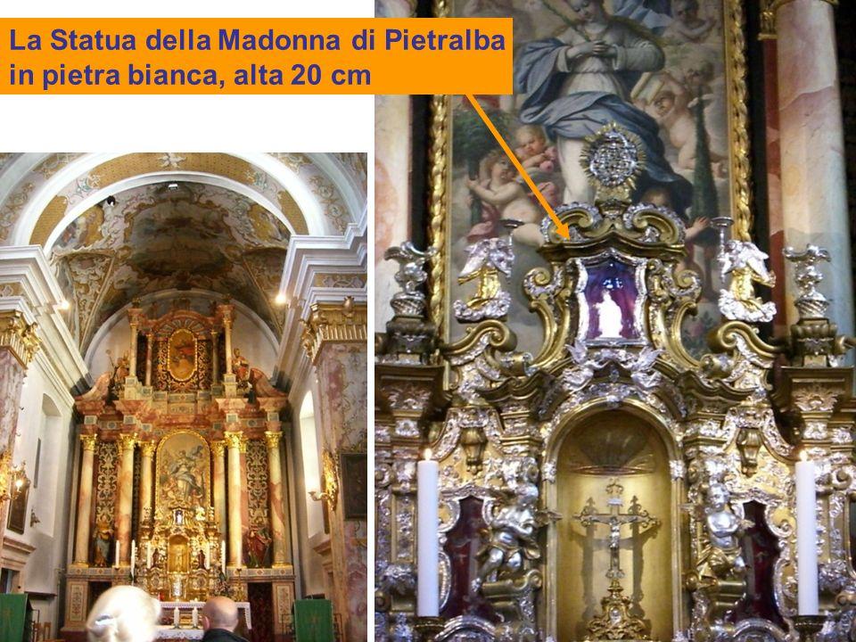 La Statua della Madonna di Pietralba in pietra bianca, alta 20 cm