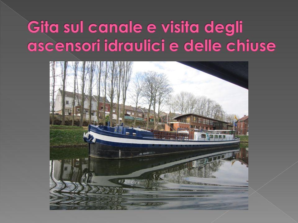 Gita sul canale e visita degli ascensori idraulici e delle chiuse