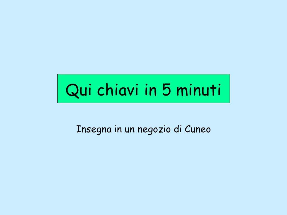 Insegna in un negozio di Cuneo