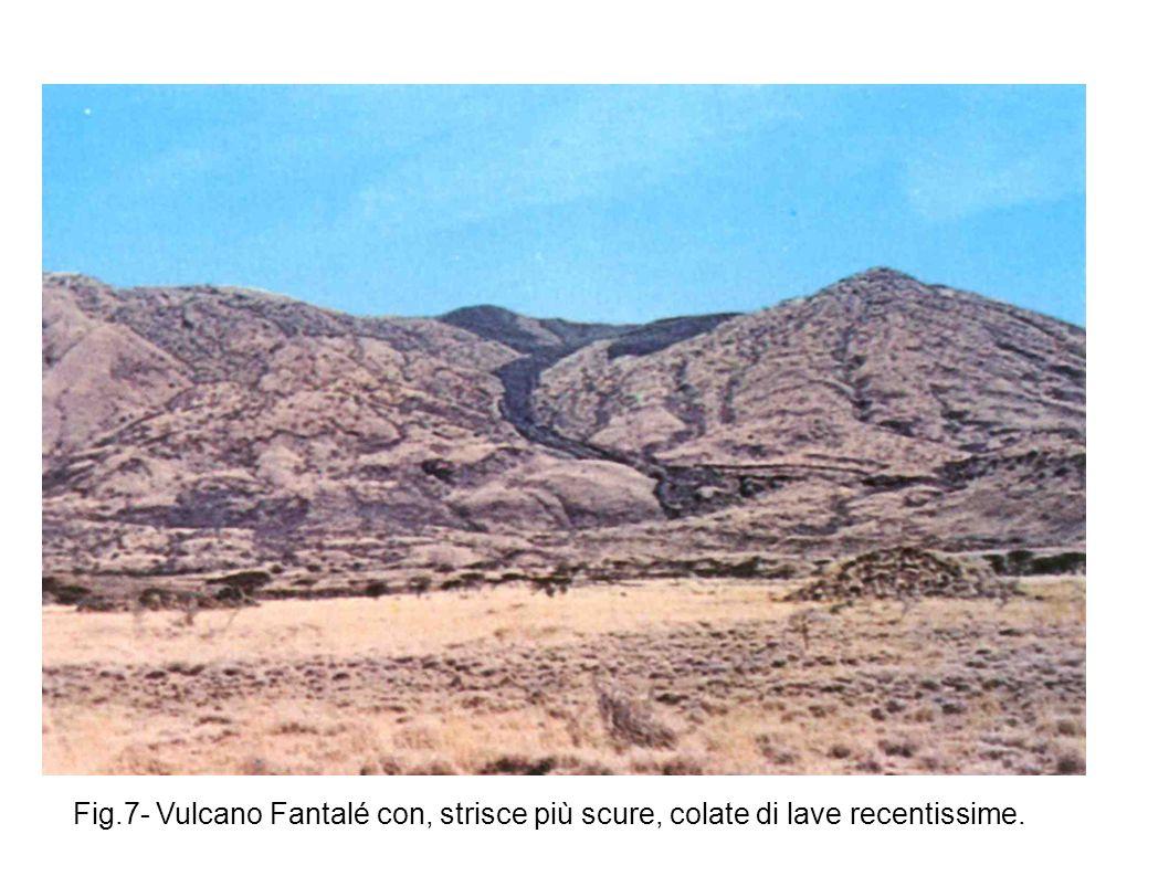 Fig.7- Vulcano Fantalé con, strisce più scure, colate di lave recentissime.