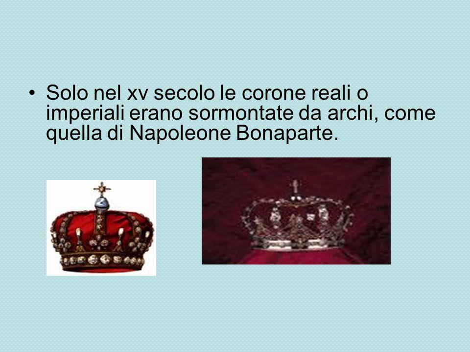 Solo nel xv secolo le corone reali o imperiali erano sormontate da archi, come quella di Napoleone Bonaparte.