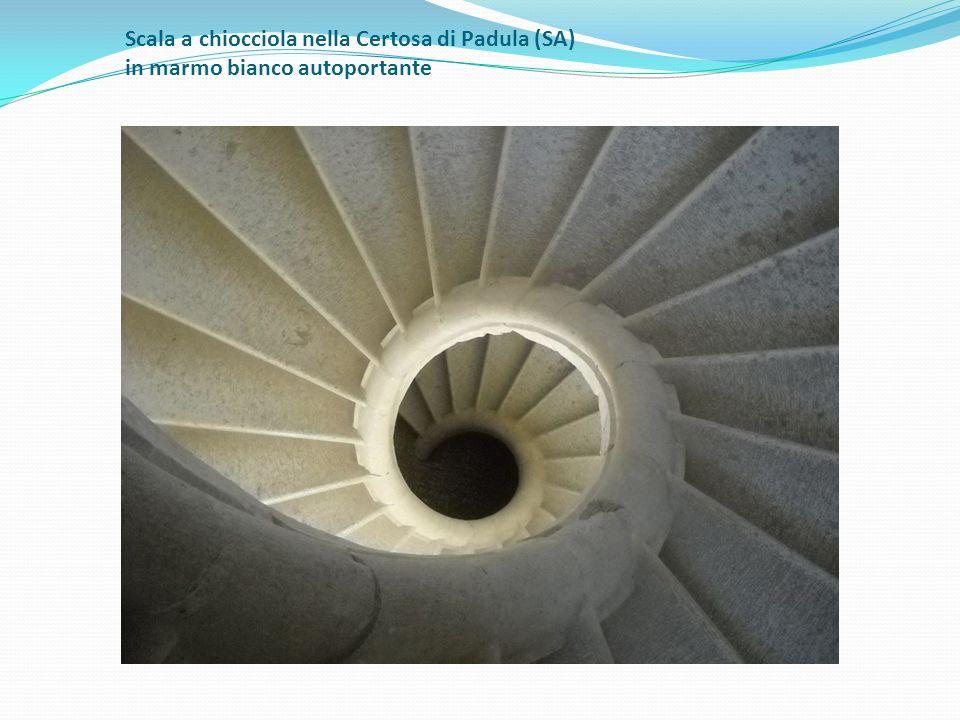 Scala a chiocciola nella Certosa di Padula (SA) in marmo bianco autoportante