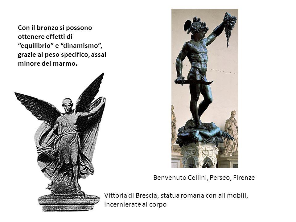 Con il bronzo si possono ottenere effetti di equilibrio e dinamismo , grazie al peso specifico, assai minore del marmo.