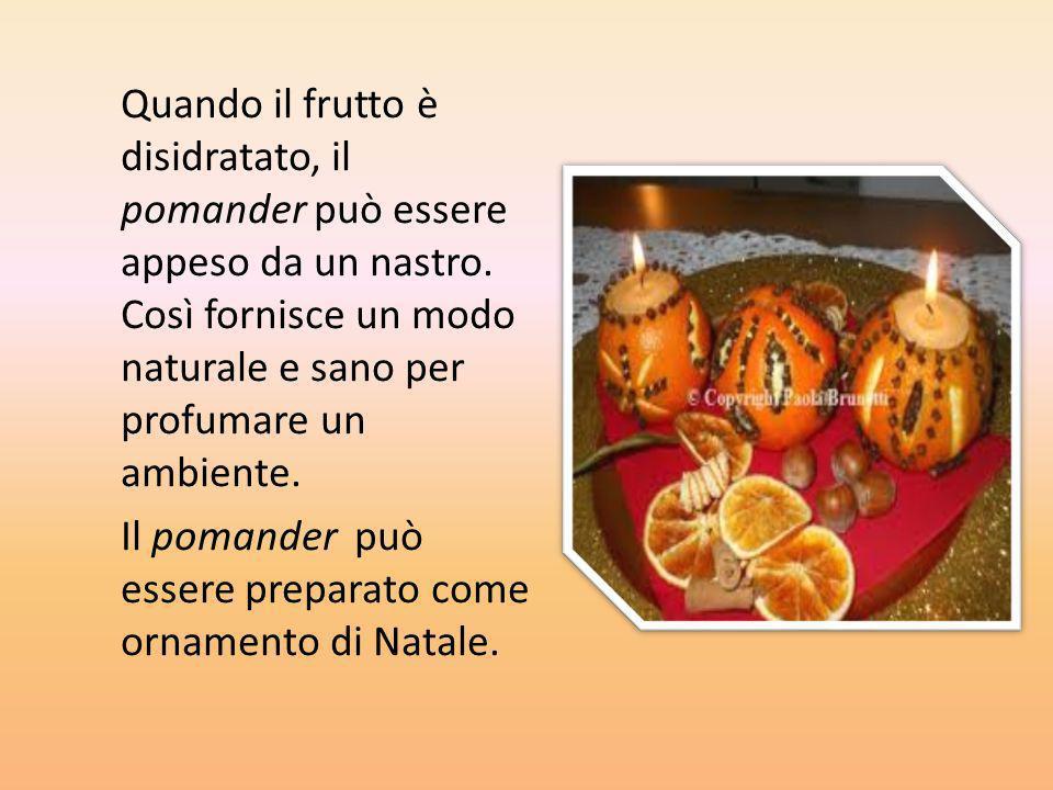 Quando il frutto è disidratato, il pomander può essere appeso da un nastro. Così fornisce un modo naturale e sano per profumare un ambiente.