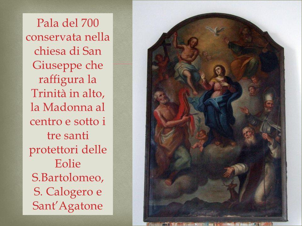 Pala del 700 conservata nella chiesa di San Giuseppe che raffigura la Trinità in alto, la Madonna al centro e sotto i tre santi protettori delle Eolie S.Bartolomeo, S.