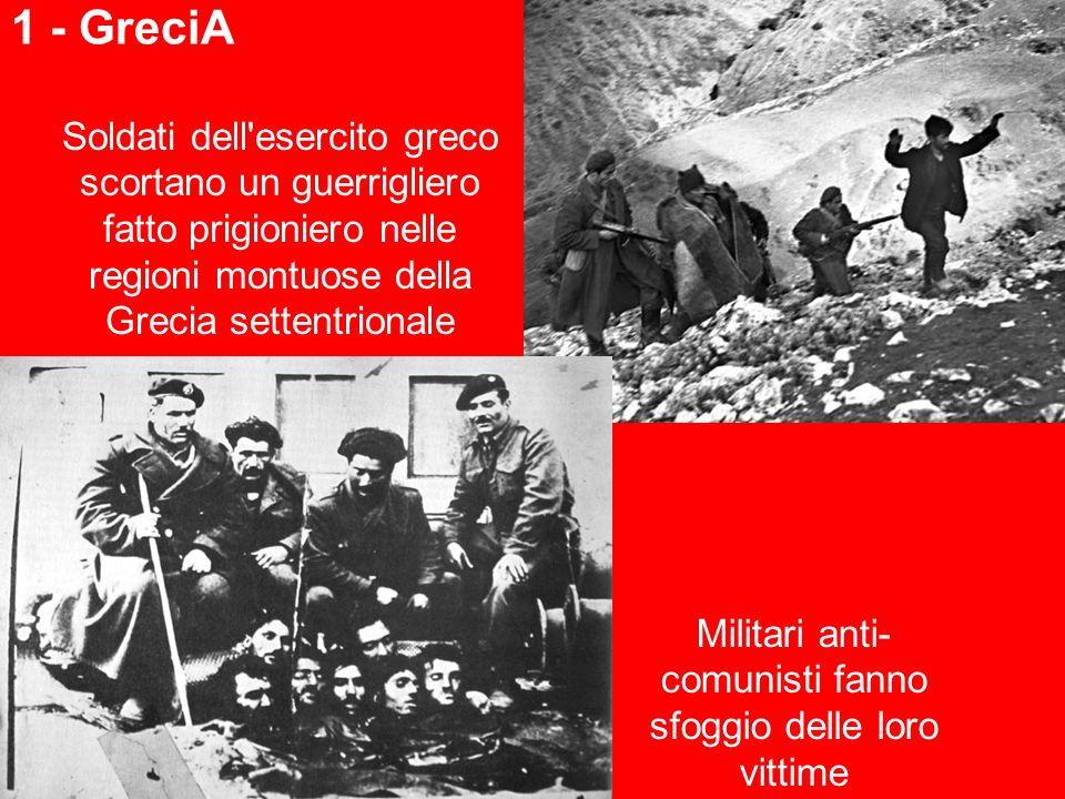 Militari anti-comunisti fanno sfoggio delle loro vittime