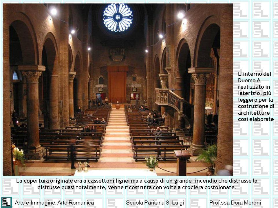 L'interno del Duomo è realizzato in laterizio, più leggero per la costruzione di architetture così elaborate