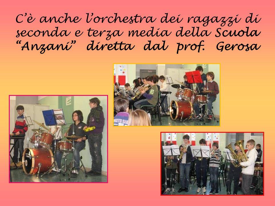 C'è anche l'orchestra dei ragazzi di seconda e terza media della Scuola Anzani diretta dal prof.