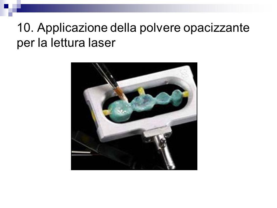 10. Applicazione della polvere opacizzante per la lettura laser
