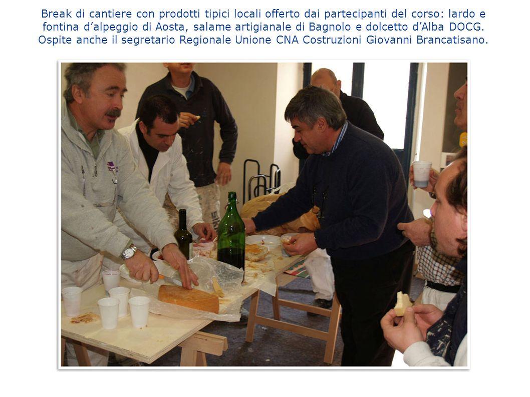 Break di cantiere con prodotti tipici locali offerto dai partecipanti del corso: lardo e fontina d'alpeggio di Aosta, salame artigianale di Bagnolo e dolcetto d'Alba DOCG.