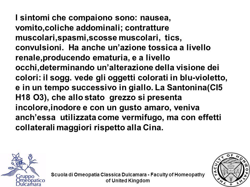 I sintomi che compaiono sono: nausea, vomito,coliche addominali; contratture muscolari,spasmi,scosse muscolari, tics, convulsioni. Ha anche un'azione tossica a livello renale,producendo ematuria, e a livello occhi,determinando un'alterazione della visione dei colori: il sogg. vede gli oggetti colorati in blu-violetto, e in un tempo successivo in giallo. La Santonina(CI5 H18 O3), che allo stato grezzo si presenta incolore,inodore e con un gusto amaro, veniva anch'essa utilizzata come vermifugo, ma con effetti collaterali maggiori rispetto alla Cina.