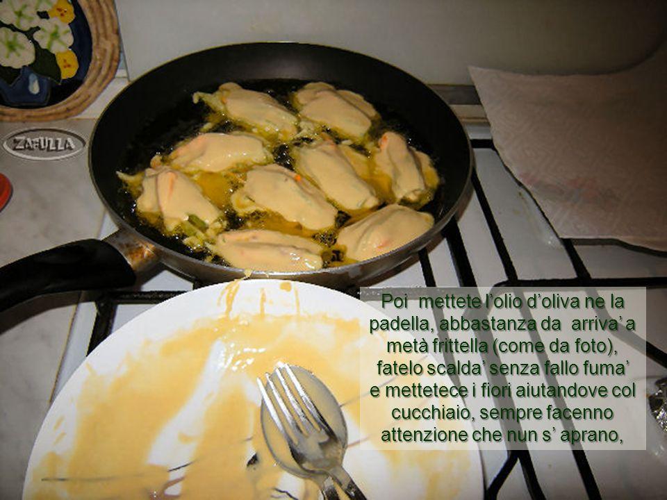 Poi mettete l'olio d'oliva ne la padella, abbastanza da arriva' a metà frittella (come da foto), fatelo scalda' senza fallo fuma'