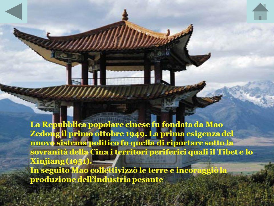 La Repubblica popolare cinese fu fondata da Mao Zedong il primo ottobre 1949.