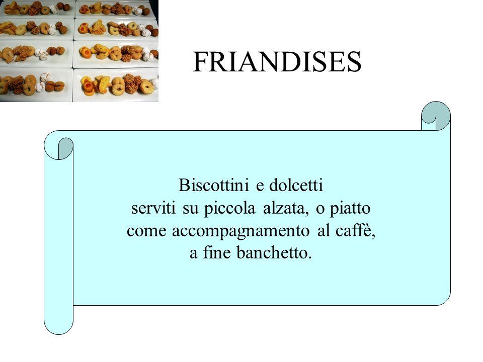 FRIANDISES Biscottini e dolcetti serviti su piccola alzata, o piatto