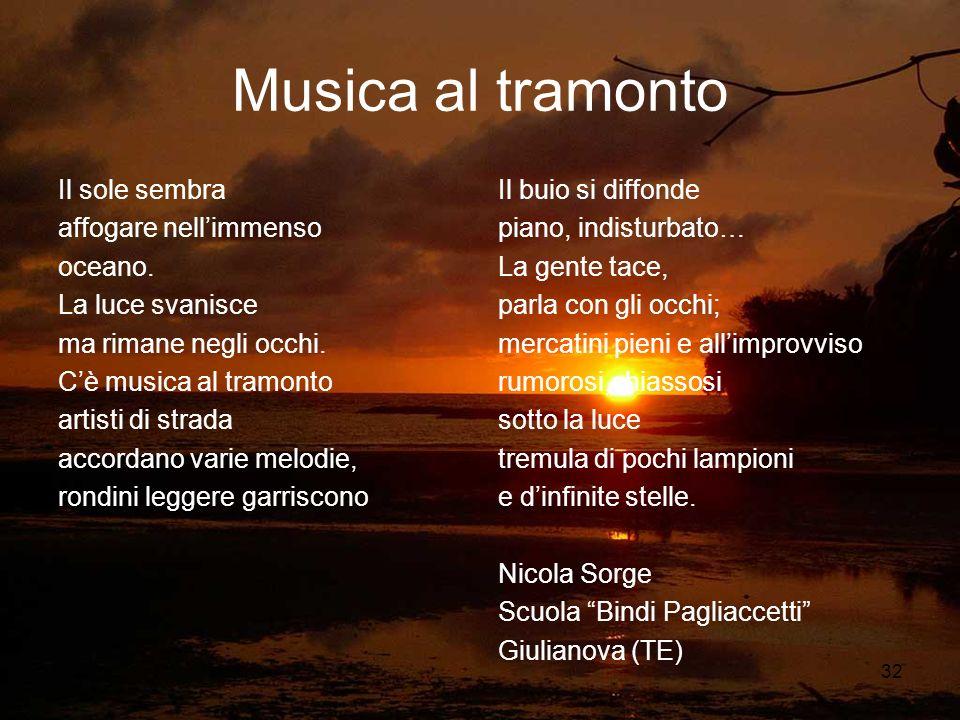 Musica al tramonto Il sole sembra affogare nell'immenso oceano.