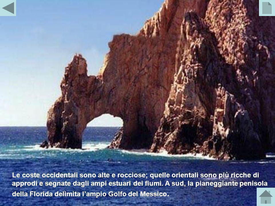 Le coste occidentali sono alte e rocciose; quelle orientali sono più ricche di approdi e segnate dagli ampi estuari dei fiumi.