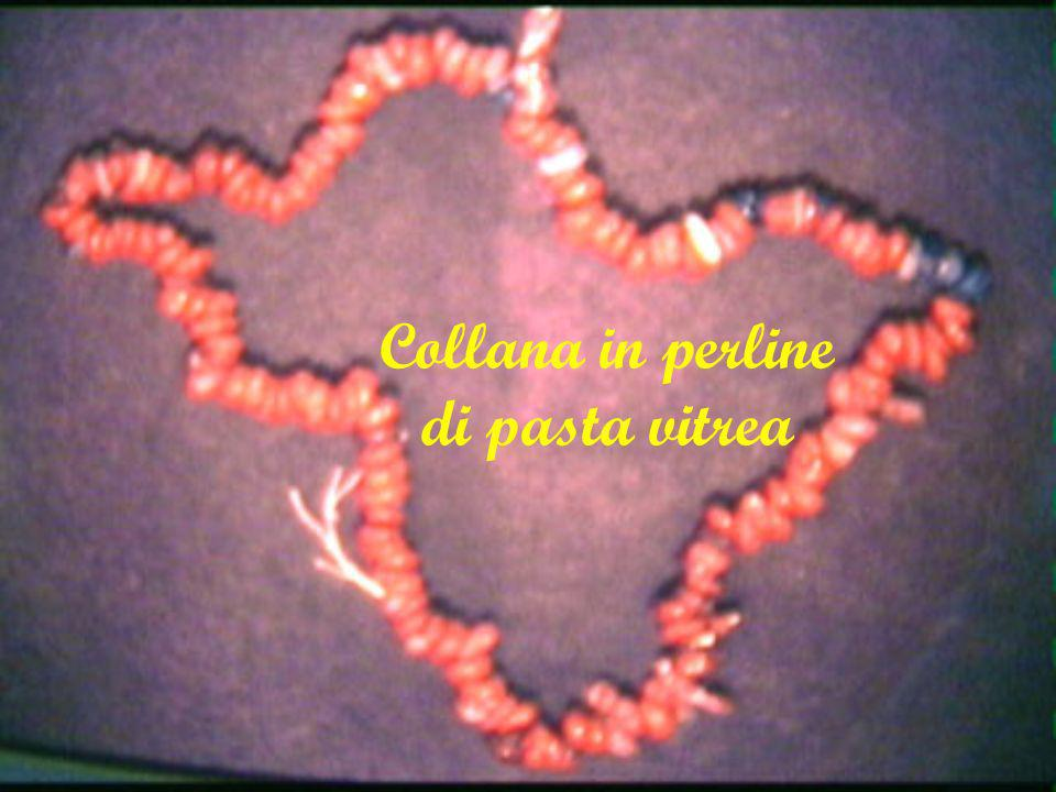 Collana in perline di pasta vitrea
