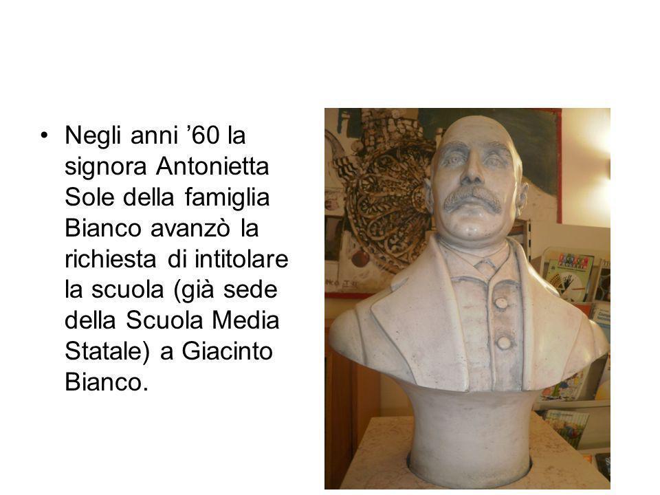 Negli anni '60 la signora Antonietta Sole della famiglia Bianco avanzò la richiesta di intitolare la scuola (già sede della Scuola Media Statale) a Giacinto Bianco.
