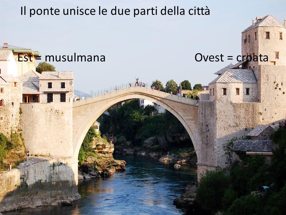 Il ponte unisce le due parti della città