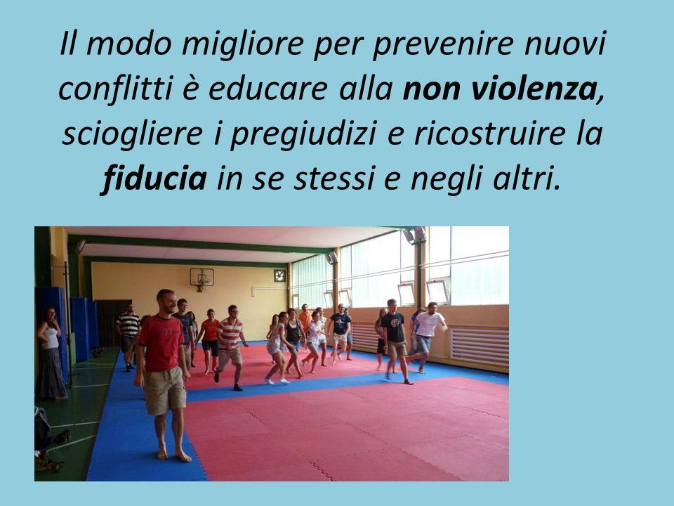 Il modo migliore per prevenire nuovi conflitti è educare alla non violenza, sciogliere i pregiudizi e ricostruire la fiducia in se stessi e negli altri.