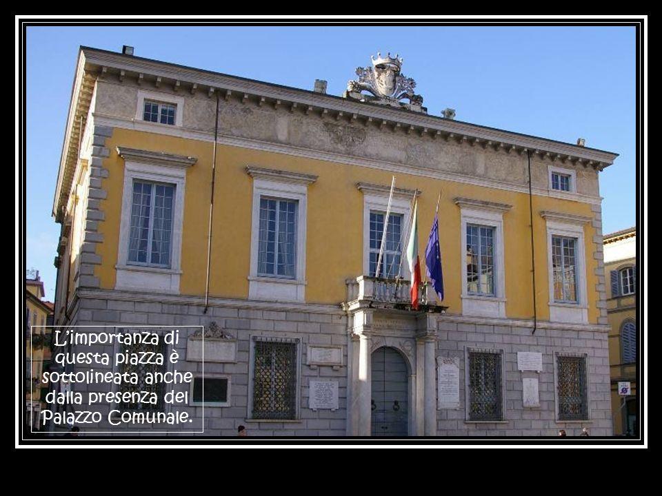 L'importanza di questa piazza è sottolineata anche dalla presenza del Palazzo Comunale.
