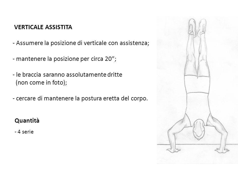 - Assumere la posizione di verticale con assistenza;