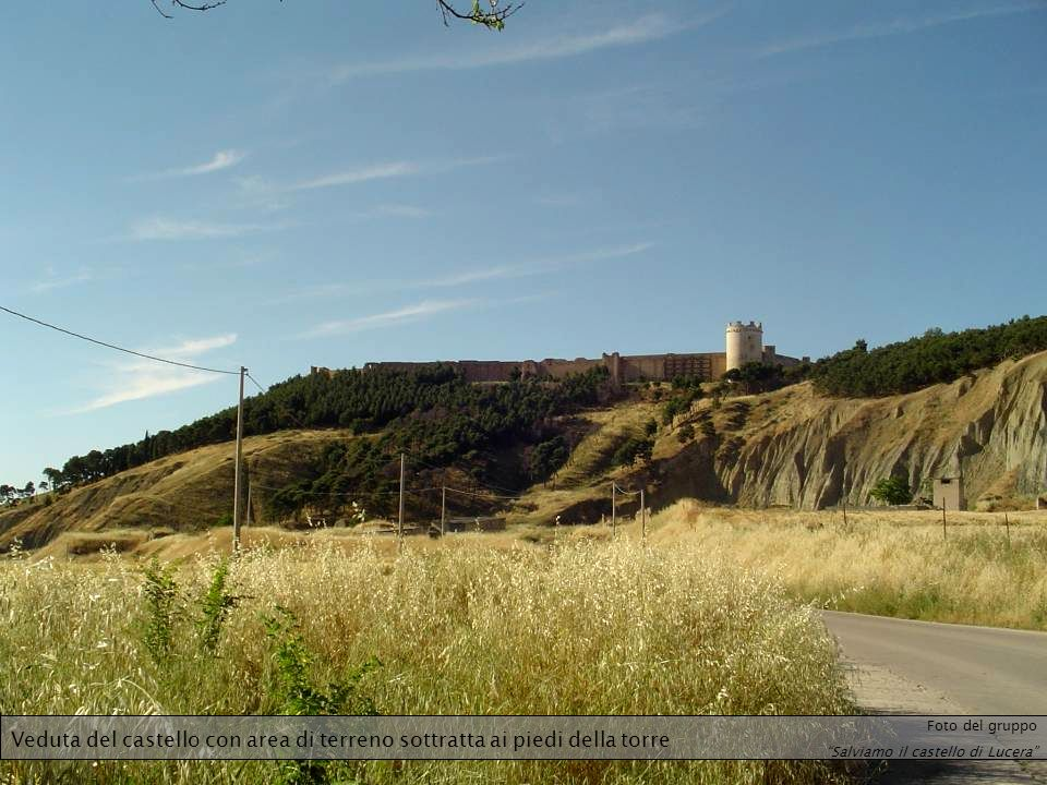 Veduta del castello con area di terreno sottratta ai piedi della torre