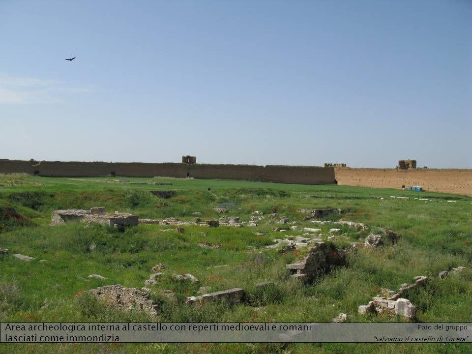 Area archeologica interna al castello con reperti medioevali e romani lasciati come immondizia
