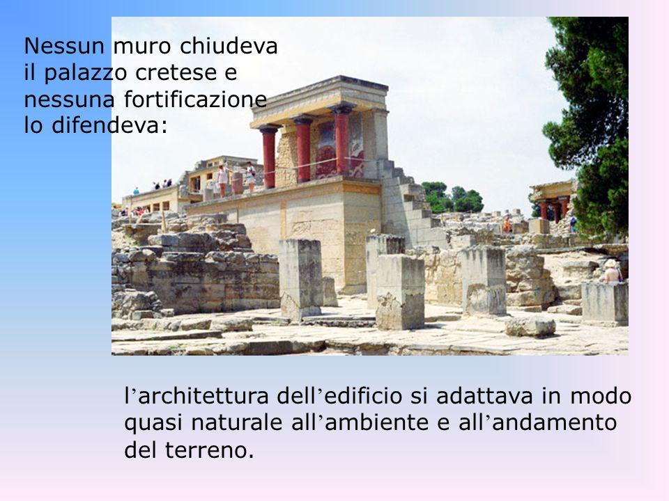 Nessun muro chiudeva il palazzo cretese e nessuna fortificazione lo difendeva: