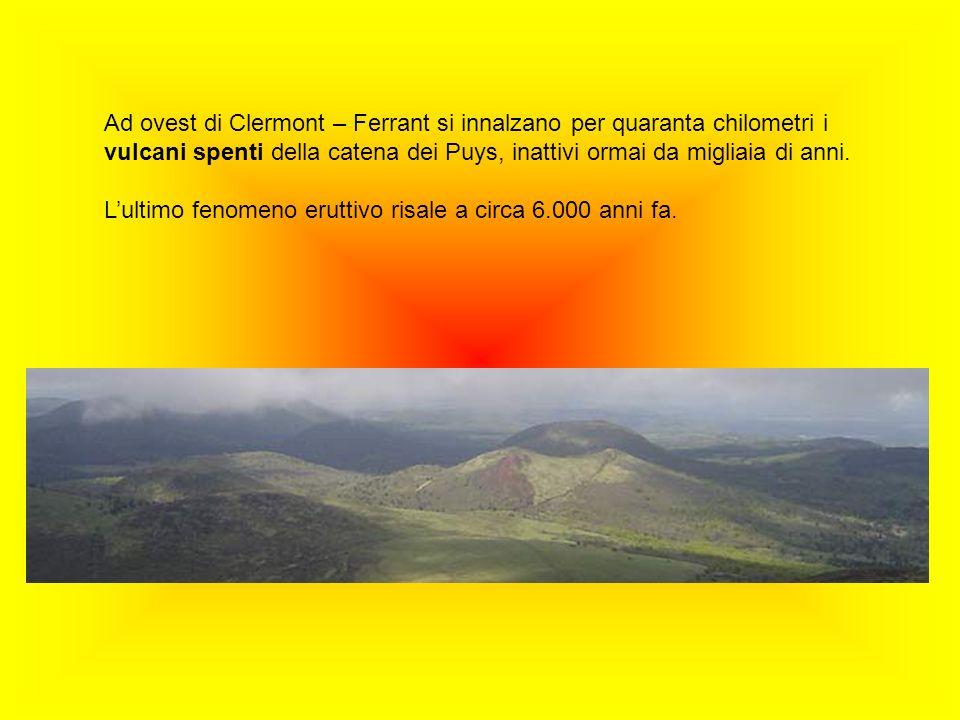 Ad ovest di Clermont – Ferrant si innalzano per quaranta chilometri i vulcani spenti della catena dei Puys, inattivi ormai da migliaia di anni.