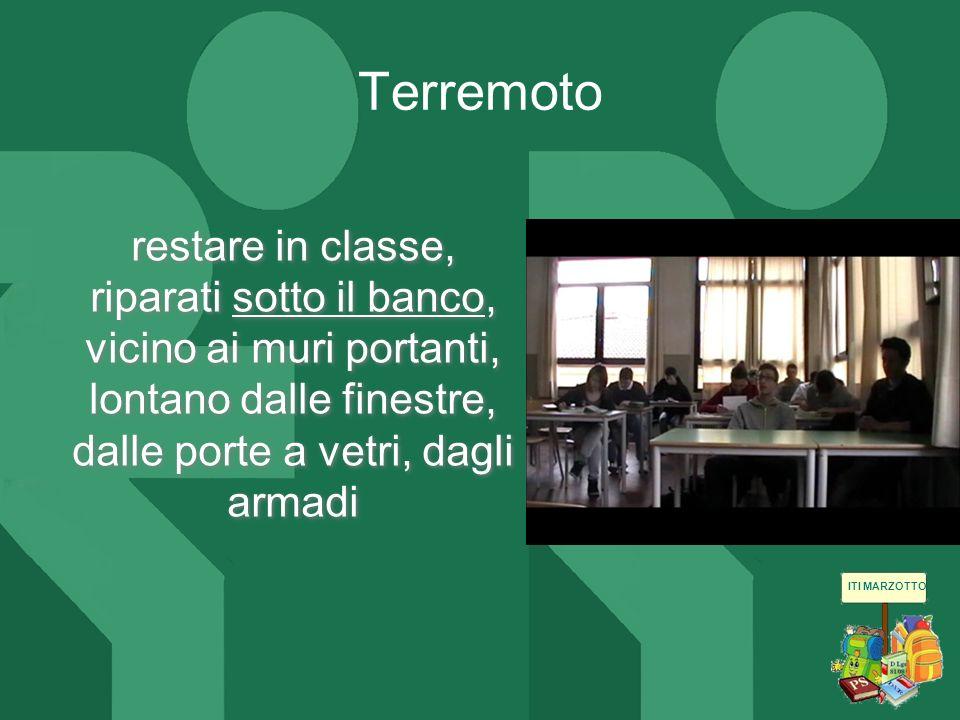 Terremoto restare in classe, riparati sotto il banco, vicino ai muri portanti, lontano dalle finestre, dalle porte a vetri, dagli armadi