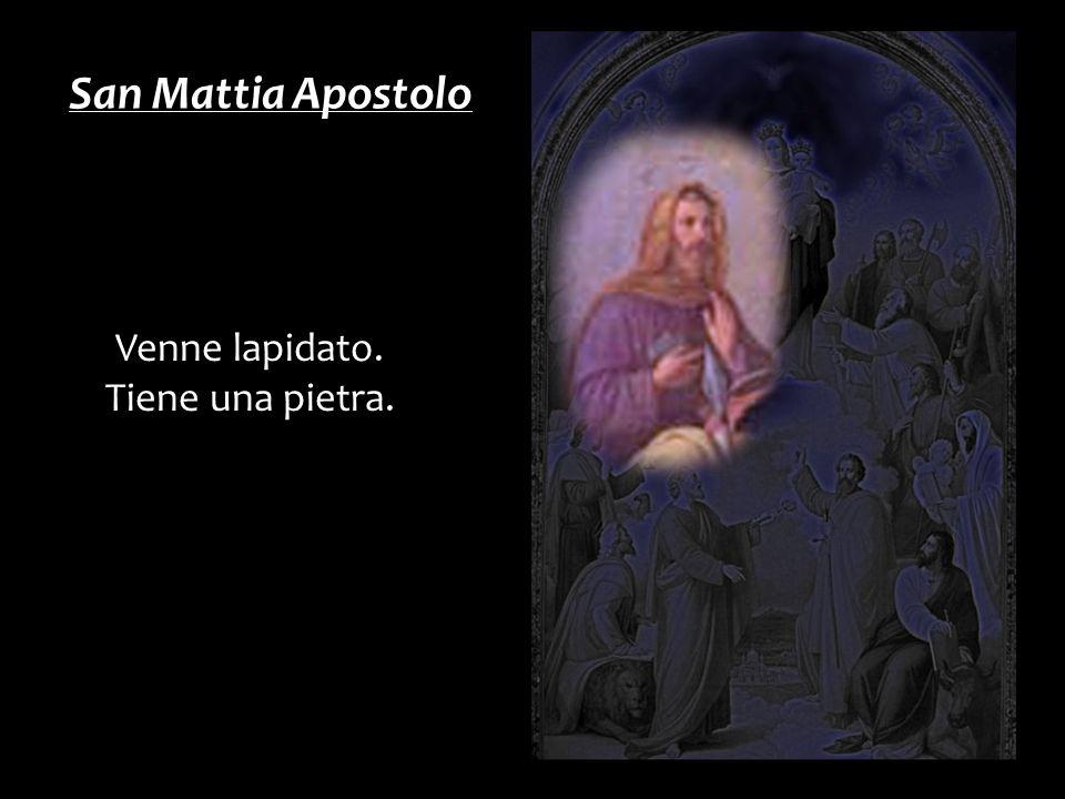 San Mattia Apostolo Venne lapidato. Tiene una pietra.