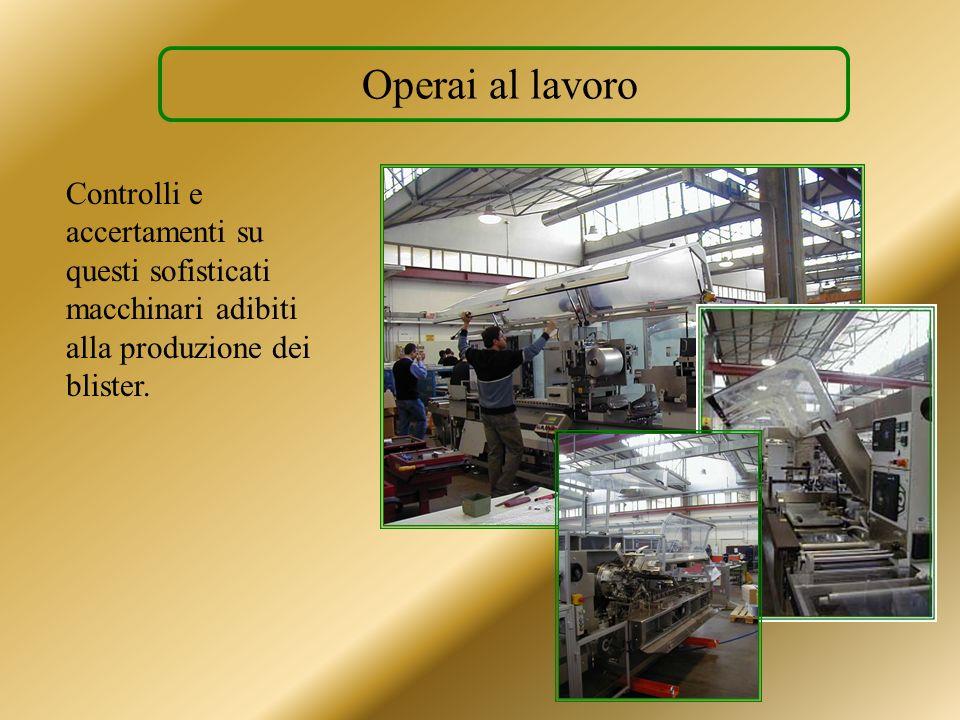 Operai al lavoroControlli e accertamenti su questi sofisticati macchinari adibiti alla produzione dei blister.