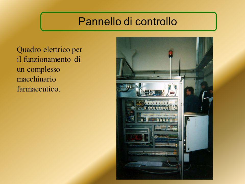 Pannello di controlloQuadro elettrico per il funzionamento di un complesso macchinario farmaceutico.