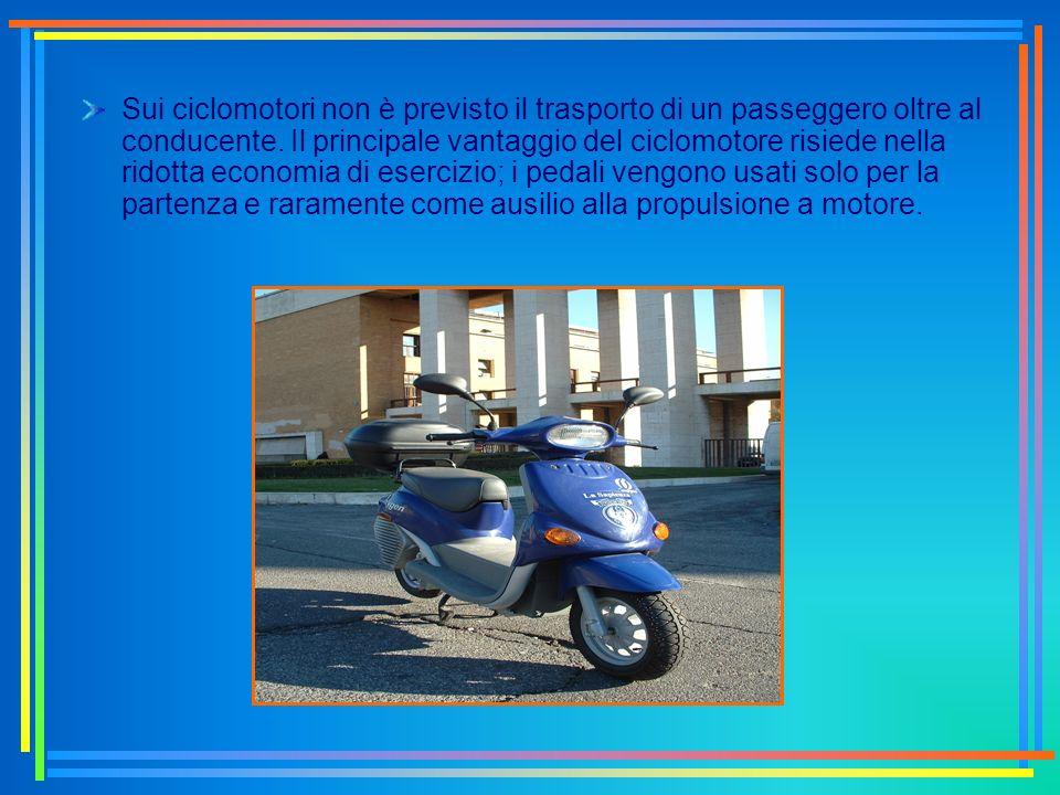 Sui ciclomotori non è previsto il trasporto di un passeggero oltre al conducente.