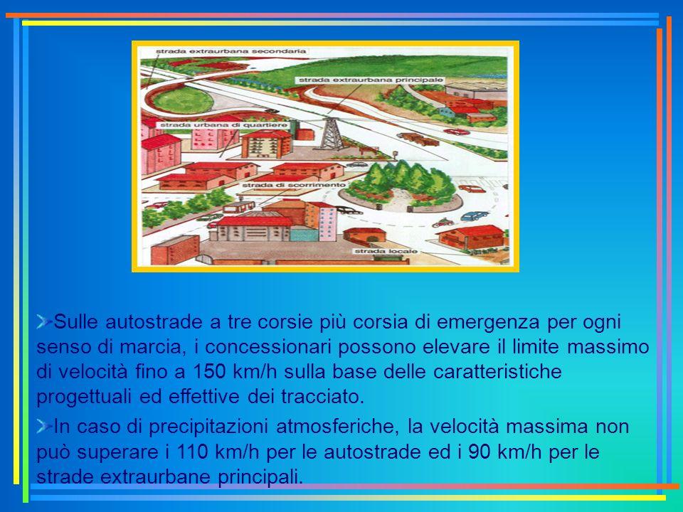 Sulle autostrade a tre corsie più corsia di emergenza per ogni senso di marcia, i concessionari possono elevare il limite massimo di velocità fino a 150 km/h sulla base delle caratteristiche progettuali ed effettive dei tracciato.