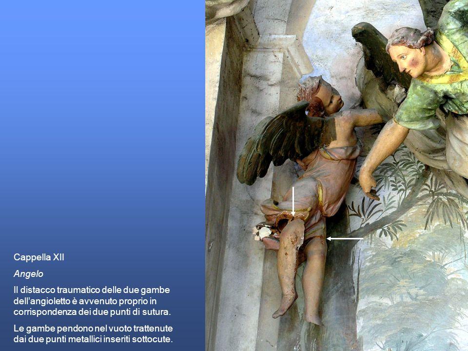 Cappella XII Angelo. Il distacco traumatico delle due gambe dell'angioletto è avvenuto proprio in corrispondenza dei due punti di sutura.