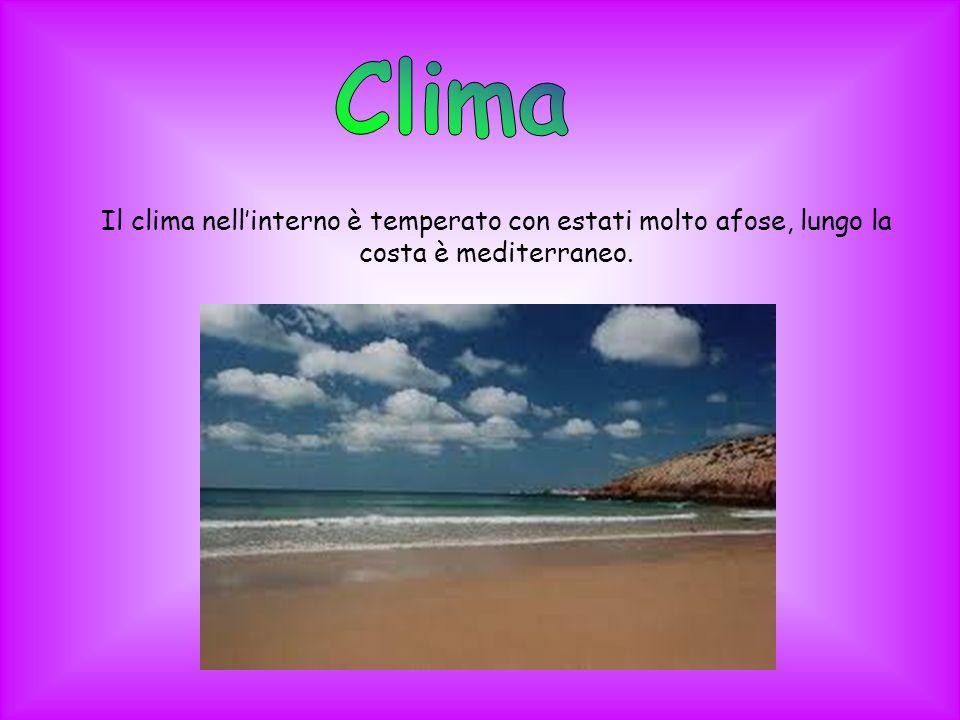 Clima Il clima nell'interno è temperato con estati molto afose, lungo la costa è mediterraneo.