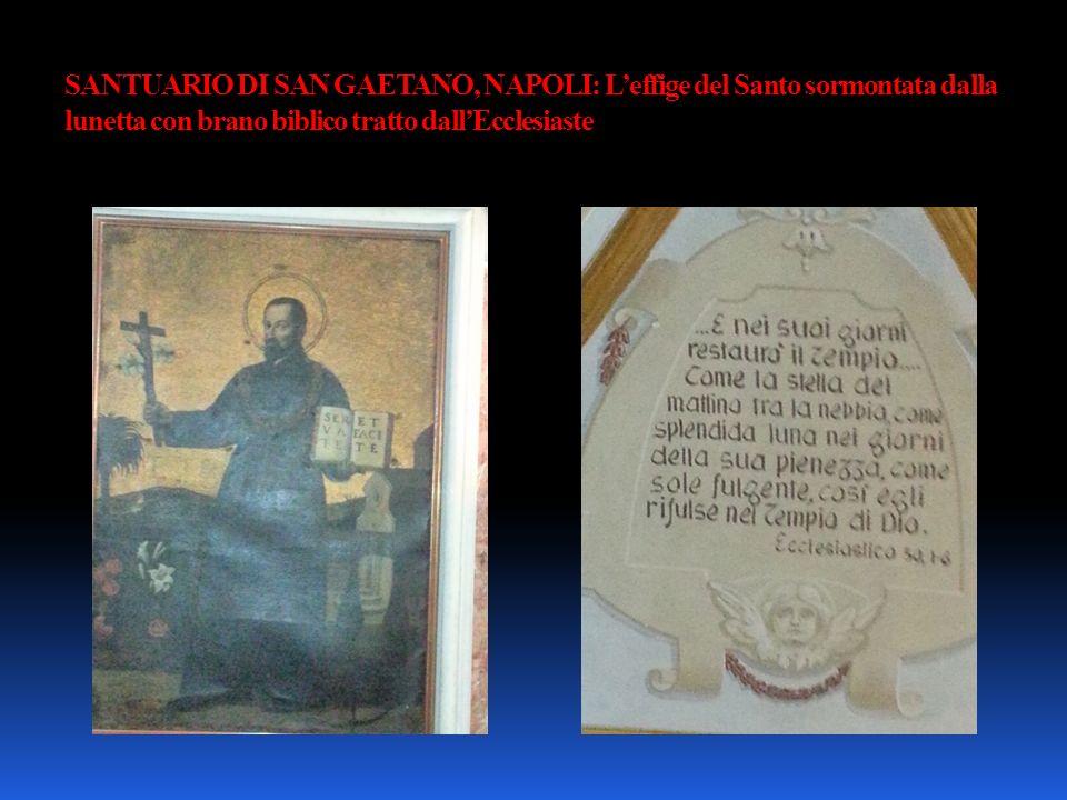 SANTUARIO DI SAN GAETANO, NAPOLI: L'effige del Santo sormontata dalla lunetta con brano biblico tratto dall'Ecclesiaste