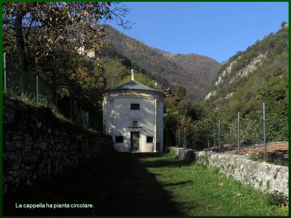 La cappella ha pianta circolare.