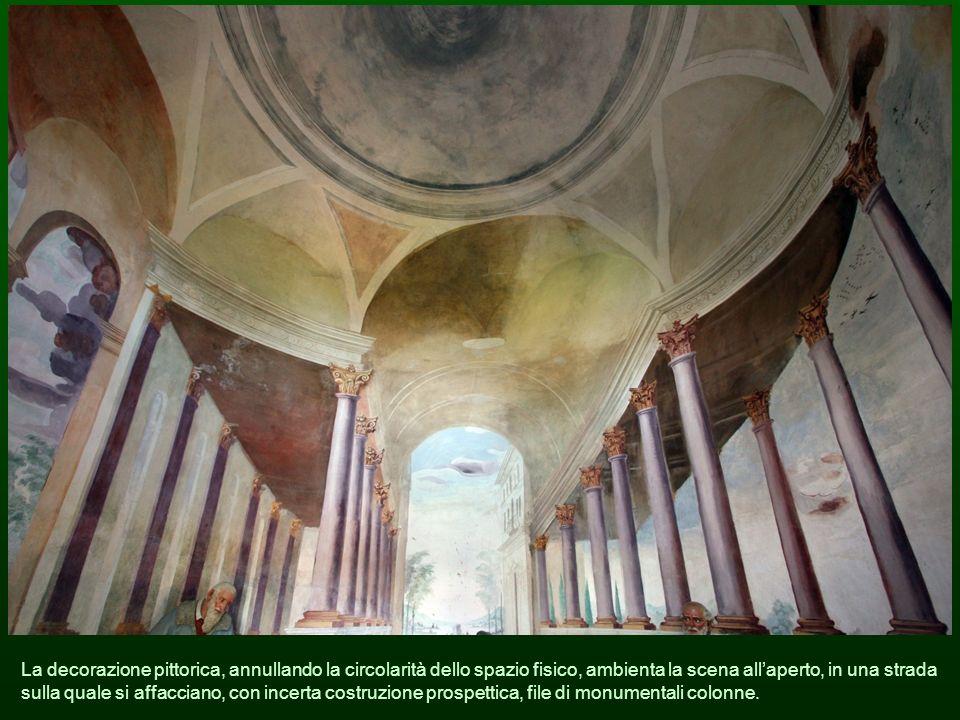 La decorazione pittorica, annullando la circolarità dello spazio fisico, ambienta la scena all'aperto, in una strada sulla quale si affacciano, con incerta costruzione prospettica, file di monumentali colonne.