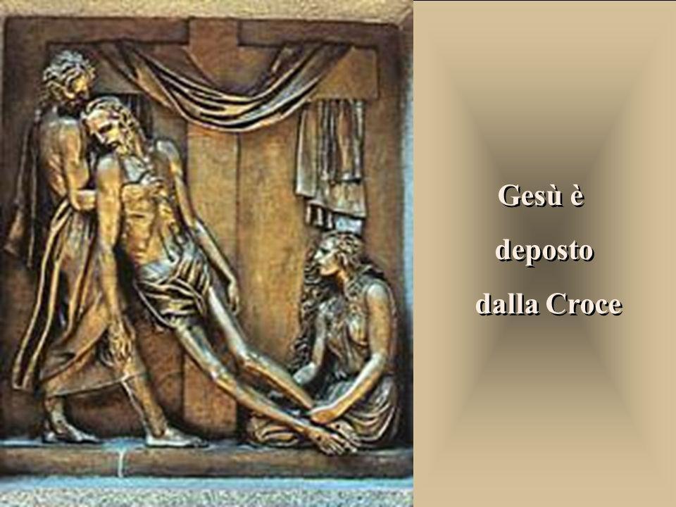 Gesù è deposto dalla Croce