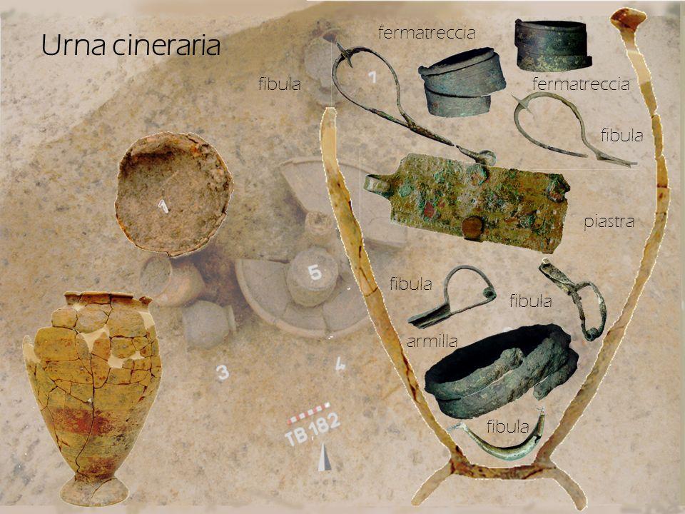 Urna cineraria fermatreccia fibula fermatreccia fibula piastra fibula