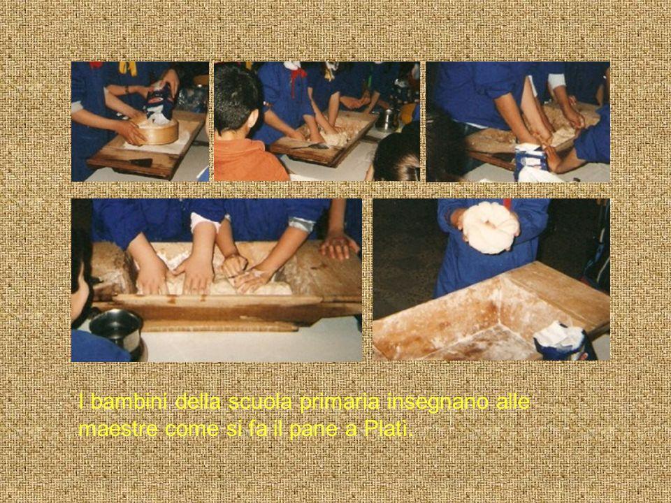 I bambini della scuola primaria insegnano alle maestre come si fa il pane a Platì.