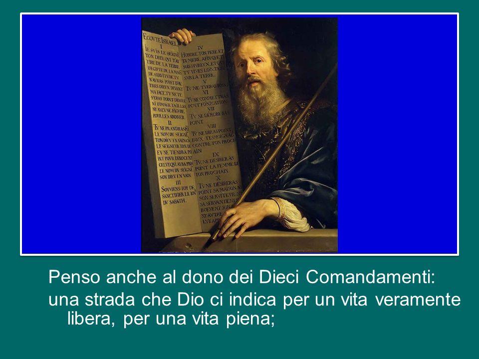 Penso anche al dono dei Dieci Comandamenti: una strada che Dio ci indica per un vita veramente libera, per una vita piena;