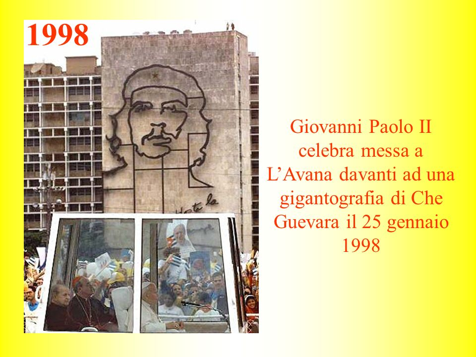 1998 Giovanni Paolo II celebra messa a L'Avana davanti ad una gigantografia di Che Guevara il 25 gennaio 1998.