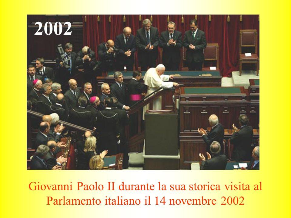 2002 Giovanni Paolo II durante la sua storica visita al Parlamento italiano il 14 novembre 2002