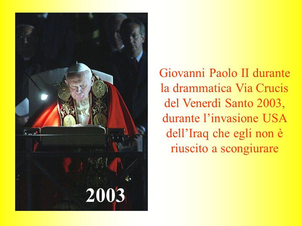 Giovanni Paolo II durante la drammatica Via Crucis del Venerdì Santo 2003, durante l'invasione USA dell'Iraq che egli non è riuscito a scongiurare
